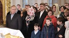 Путин встретил Рождество в храме Санкт-Петербурга
