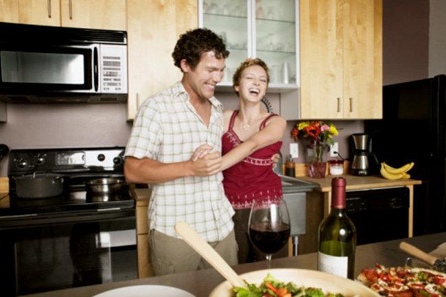 Муж делится женой друзьями онлайн