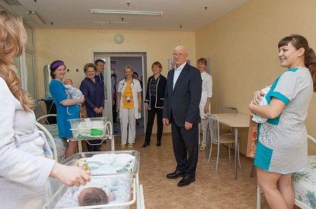 В день матери глава Оренбуржья посетил лучший роддом Поволжья